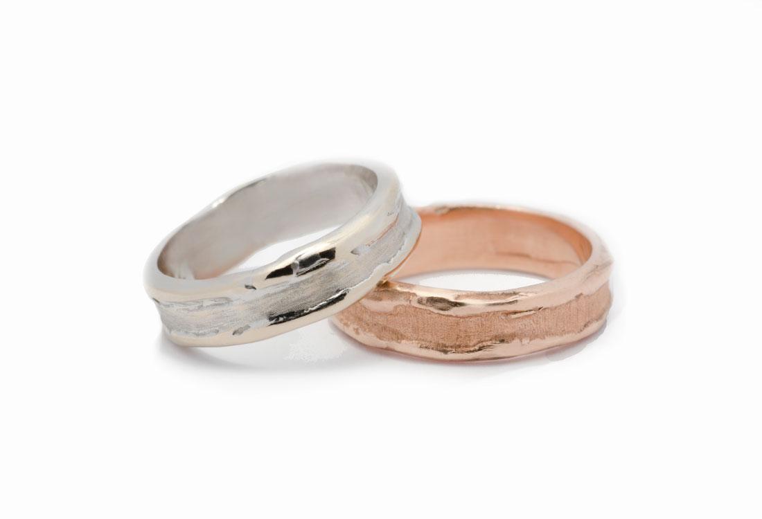 FEDI BORDI RILEVATI: realizzate a mano in oro  18Kt , lavorazione Sforza. Disponibili in oro verde, oro bianco e oro rosa.