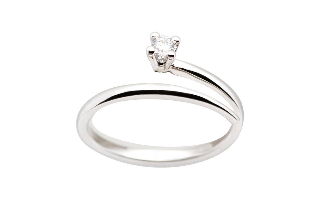 FILO DI LUCE: solitario oro bianco 18 Kt, diamante ct 0,15 G color vvs, realizzato a mano, finitura lucida.