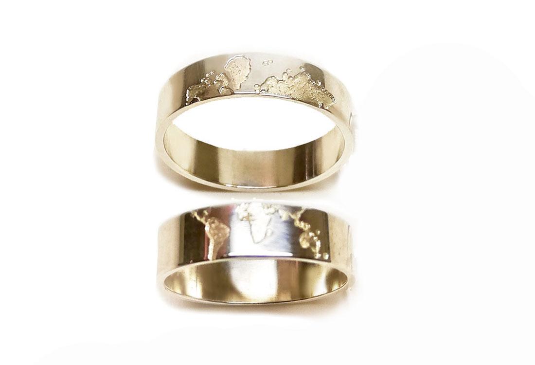FEDI MONDO: progettate a 3D, finitura lucida, oro bianco 18kt. Disponibili anche in oro giallo e oro rosa.